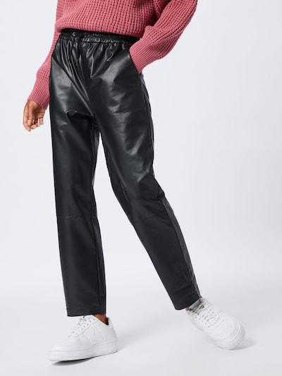 Pepe Jeans Spodnie 'Moira' w kolorze czarnym, Podgląd na modelu(-ce)