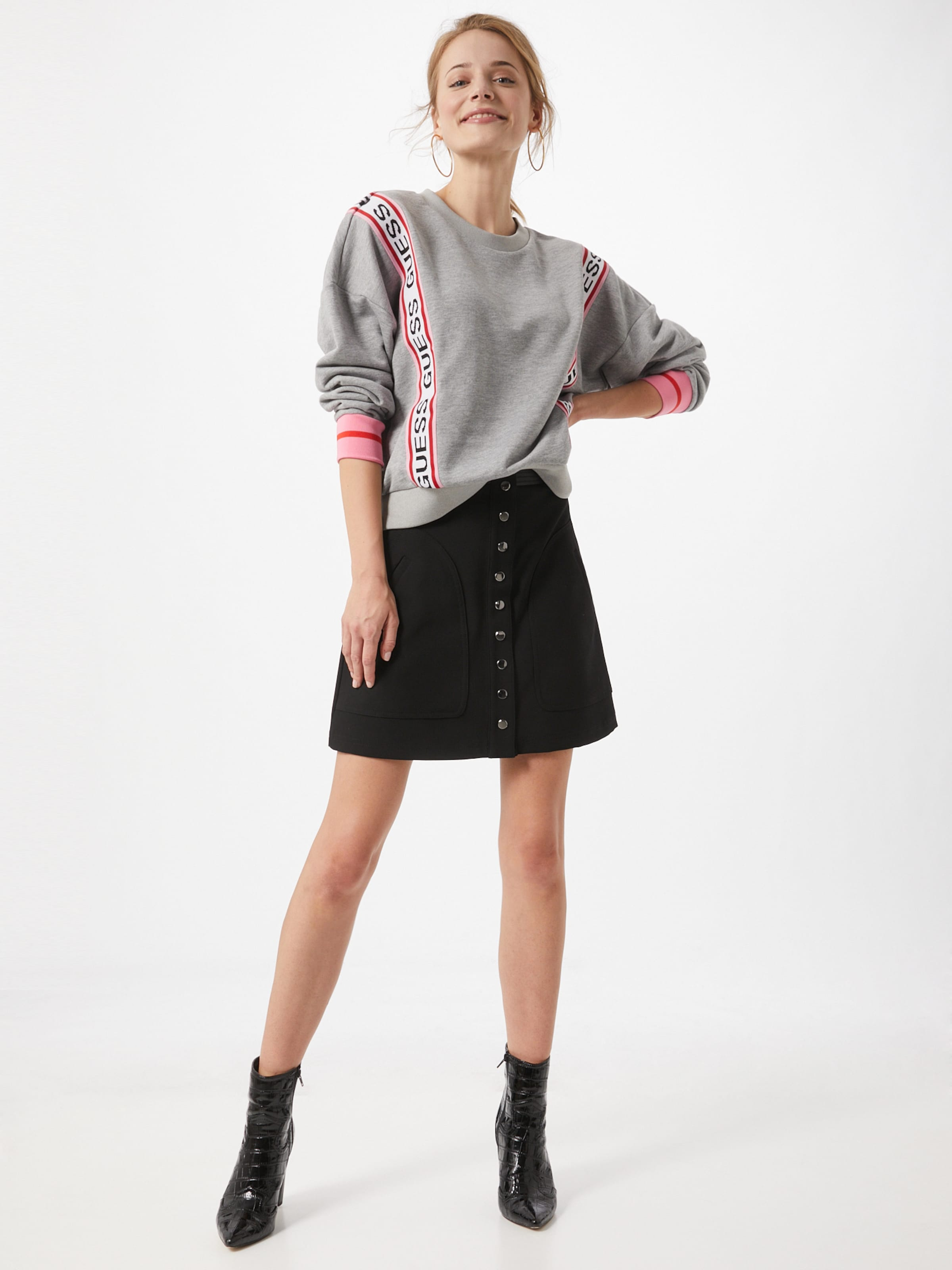 GUESS Sweatshirt 'Clemence' i grå / ljusrosa / röd / svart / vit