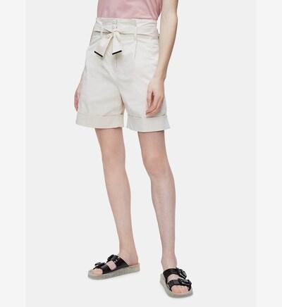 Calvin Klein Paper Bag Shorts in weiß, Modelansicht
