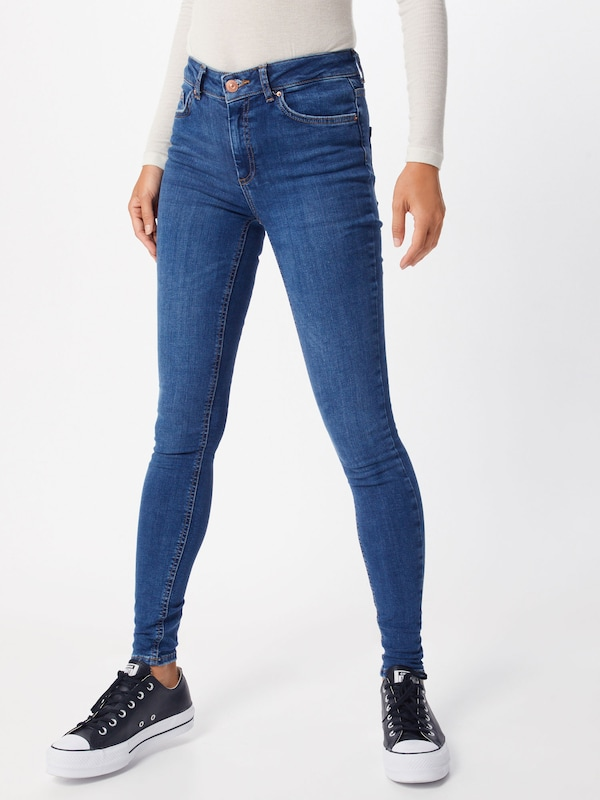 PIECES Jeans 'DELLY' in blue denim, Modelansicht