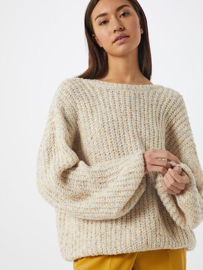 NA-KD Pullover 'deep neck melange sweater' in beige, Modelansicht