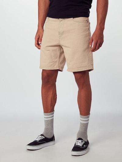 Carhartt WIP Shorts 'Newel' in beige, Modelansicht