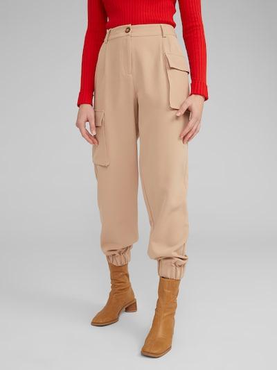 EDITED Pantalon cargo 'Sina' en beige, Vue avec modèle