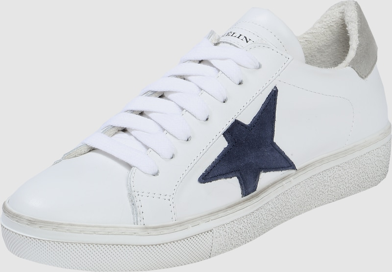 Meline Sneaker With Star