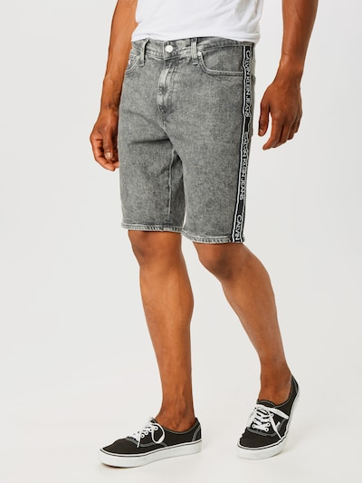 Calvin Klein Jeans Shorts in grey denim, Modelansicht