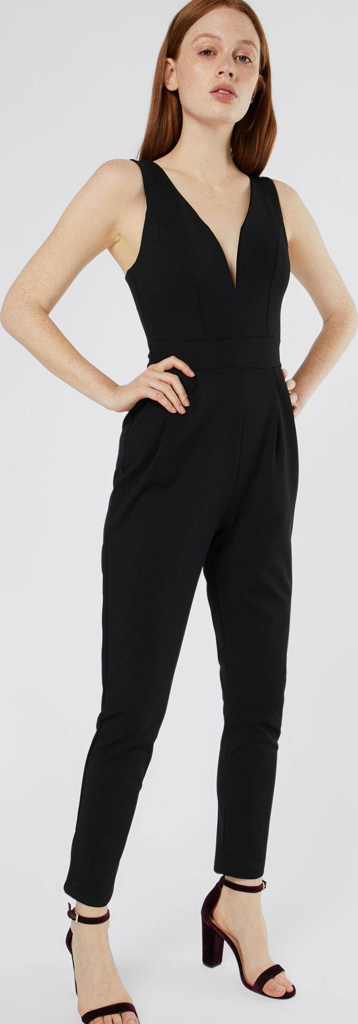 wal g jumpsuit mit tiefem v ausschnitt in schwarz about you. Black Bedroom Furniture Sets. Home Design Ideas