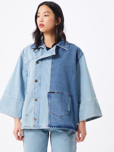 McQ Alexander McQueen Jeans 'Maru' in blue denim, Modelansicht