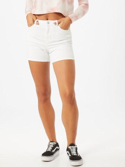 PIECES Shorts 'Kamelia' in weiß, Modelansicht
