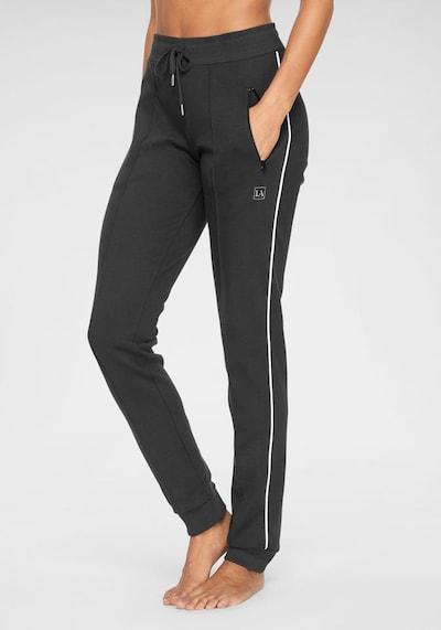 LASCANA Jogginghose in schwarz, Modelansicht