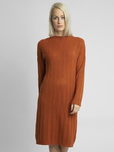 APART Strickkleid mit Zopfmuster in karamell, Modelansicht