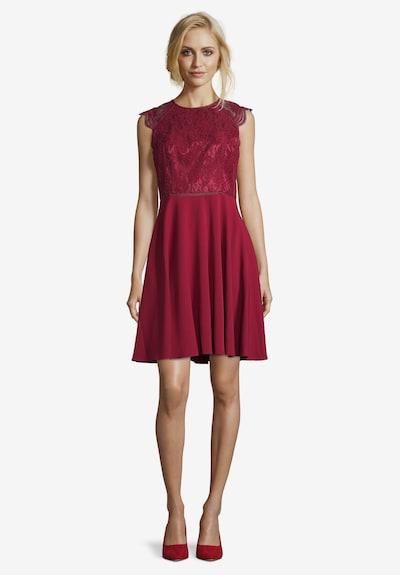 Vera Mont Cocktailkleid knielang in rot, Modelansicht