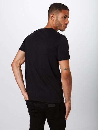 Marškinėliai 'SS LOGO TEE' iš WRANGLER , spalva - juoda / balta: Vaizdas iš galinės pusės