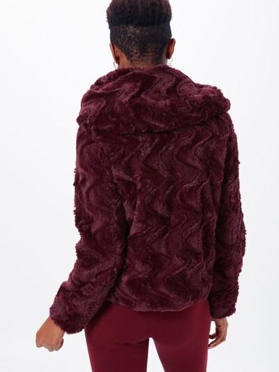 Demisezoninė striukė 'VMCURL HOODY' iš VERO MODA , spalva - vyno raudona spalva: Vaizdas iš galinės pusės