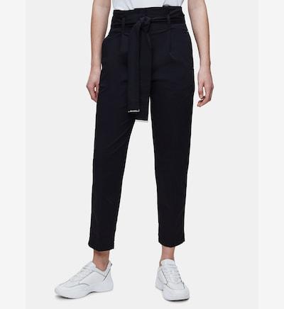 Calvin Klein Paper Bag Trousers in schwarz, Modelansicht