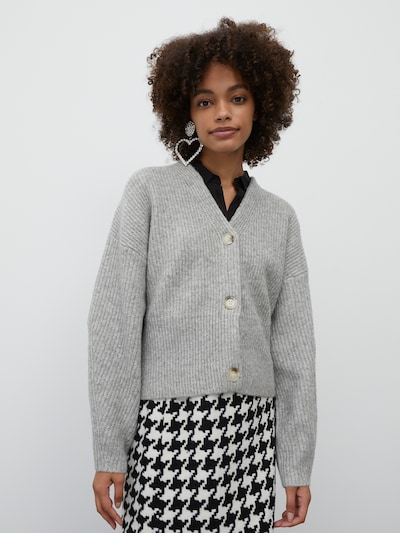 EDITED Strickjacke 'Susan' in grau, Modelansicht
