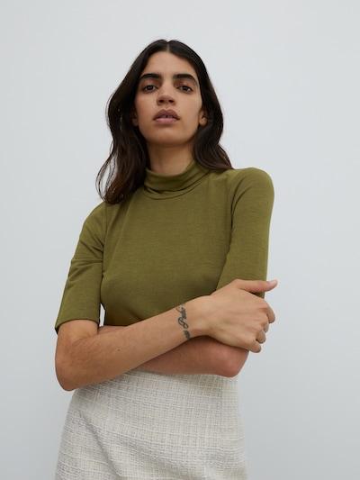 Maglietta 'Paola' EDITED di colore oliva, Visualizzazione modelli