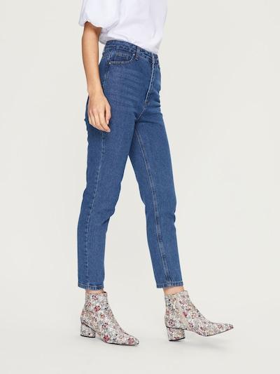 EDITED Mom Jeans 'Moa' in blau / blue denim, Modelansicht