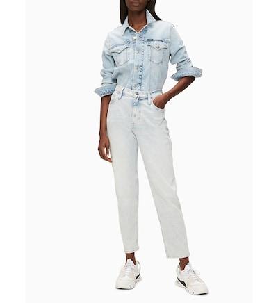 Calvin Klein Jeans 'High Rise Mom' in blau / blue denim, Modelansicht