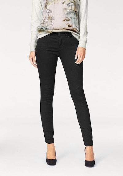MAC Jeans in de kleur Zwart, Modelweergave