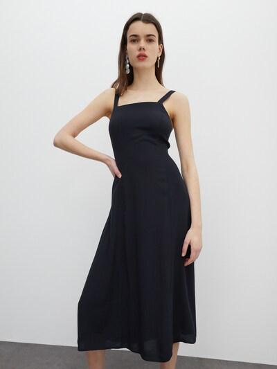 EDITED Robe 'Zane' en noir, Vue avec modèle