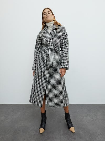 EDITED Tussenmantel 'Cassidy' in de kleur Zwart, Modelweergave