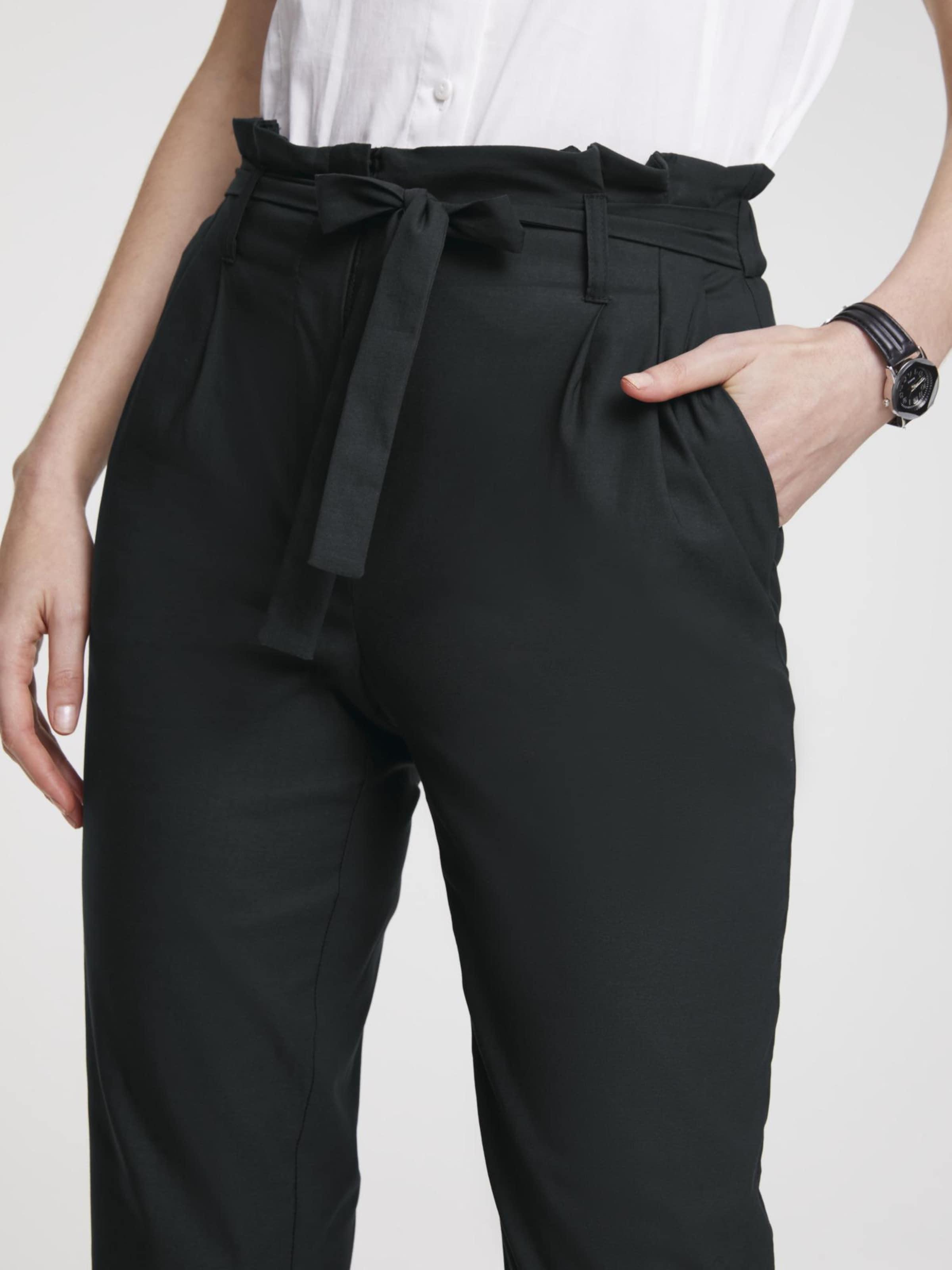 heine Élére vasalt nadrágok fekete színben