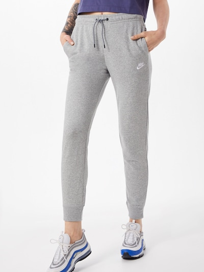 Nike Sportswear Pantalón en gris / blanco, Vista del modelo