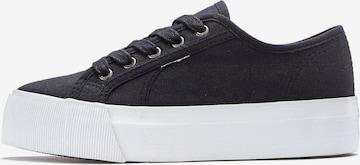 Sneaker low de la LASCANA pe negru