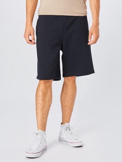 CONVERSE Shorts in schwarz / weiß, Modelansicht