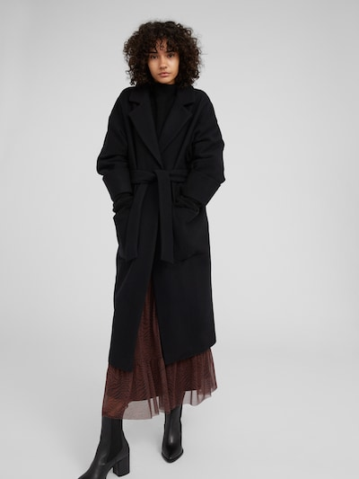 EDITED Tussenmantel 'Santo' in de kleur Zwart, Modelweergave