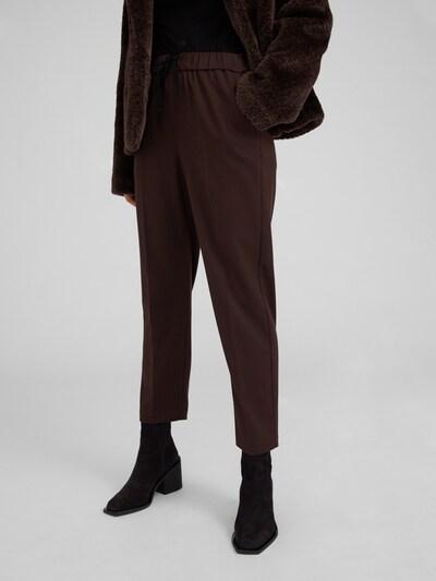 EDITED Pantalon à plis 'Alvina' en moka, Vue avec modèle