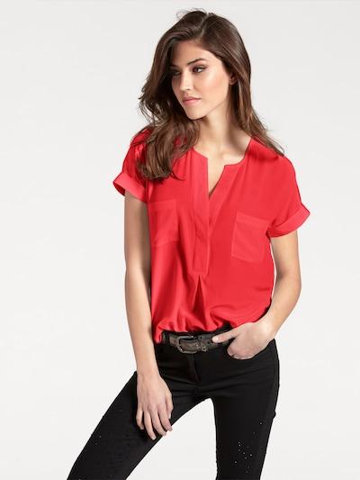 heine Seidenbluse in rot, Modelansicht