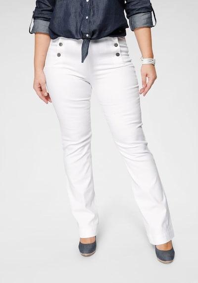 ARIZONA Arizona Schlagjeans »Flare - vorn mit Logoknöpfen« in weiß, Modelansicht