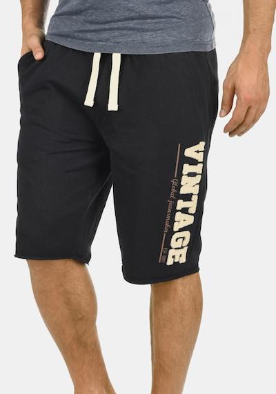 BLEND Sweatshorts in schwarz, Modelansicht