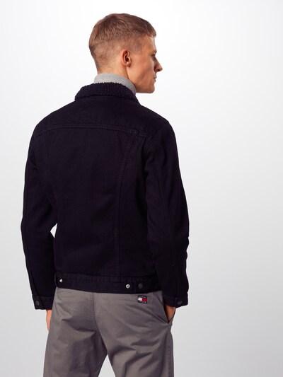 Demisezoninė striukė 'TYPE 3 SHERPA TRUCKER' iš LEVI'S , spalva - juodo džinso spalva: Vaizdas iš galinės pusės