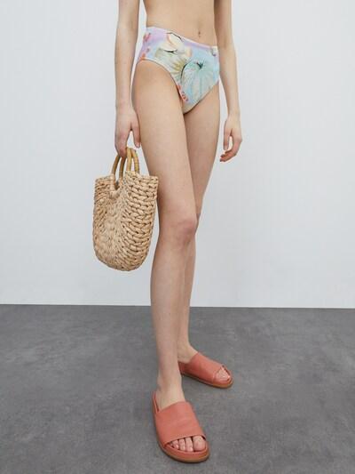 EDITED Dół bikini 'Ginsey' w kolorze jasnoniebieski / jasnopomarańczowym, Podgląd na modelu(-ce)