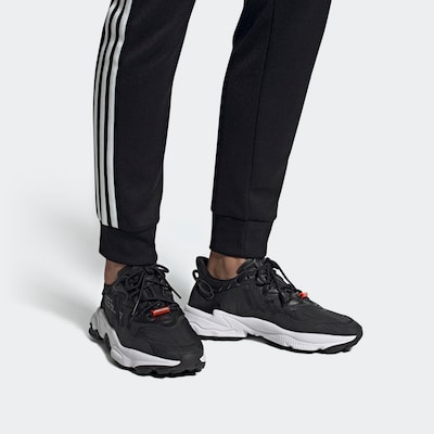 ADIDAS ORIGINALS Sneakers laag 'OZWEEGO TR' in Zwart | ABOUT YOU