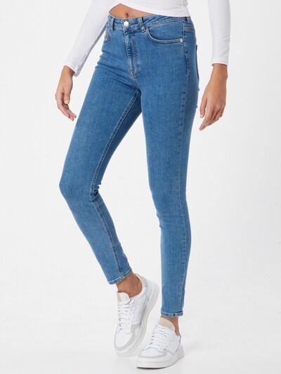 NA-KD Jeans 'NA-KD x Pamela Reif' in blue denim, Modelansicht