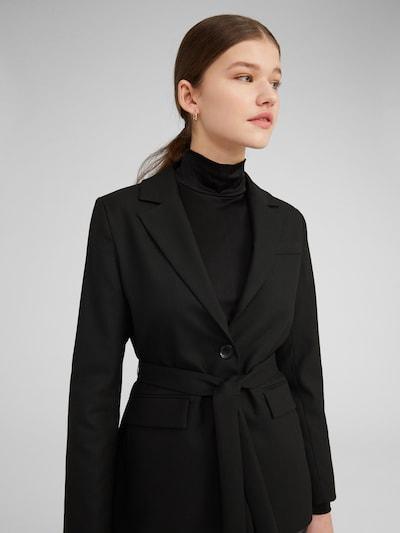 EDITED Blejzer 'Calla' - čierna, Model/-ka