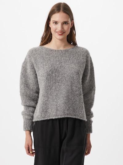 AMERICAN VINTAGE Sweter 'Tudbury' w kolorze nakrapiany szarym, Podgląd na modelu(-ce)