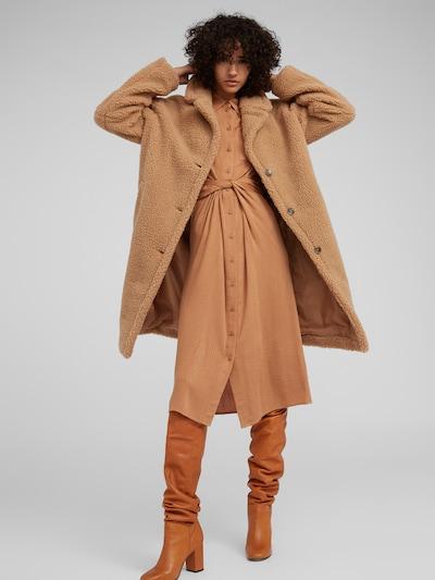 EDITED Mantel 'Bradon' in beige / camel / braun, Modelansicht