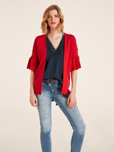 heine Strickjacke in rot, Modelansicht