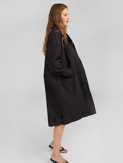 EDITED Mantel 'Ingvar' in schwarz, Modelansicht