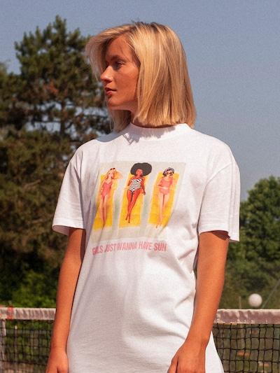 ABOUT YOU X Barbie T-Shirt 'Christin' in weiß: Frontalansicht