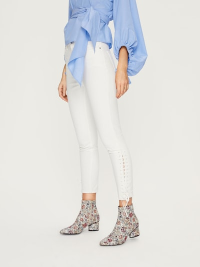 EDITED Skinny Jeans 'Tatia' in white denim, Modelansicht