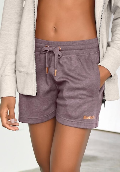 BENCH Loungeshorts in mauve, Modelansicht