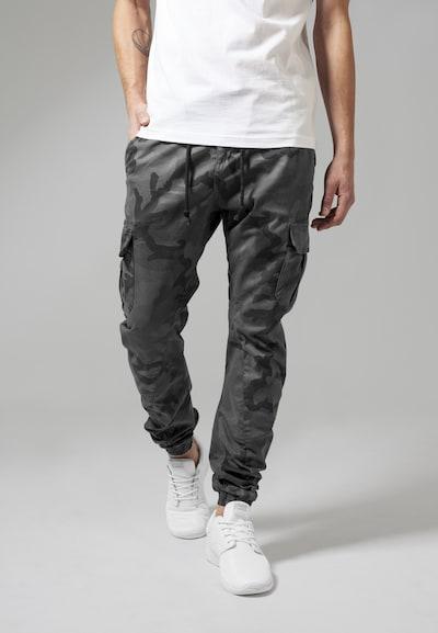 Urban Classics Camo Cargo Jogging Pants in grau / dunkelgrau / schwarz, Modelansicht