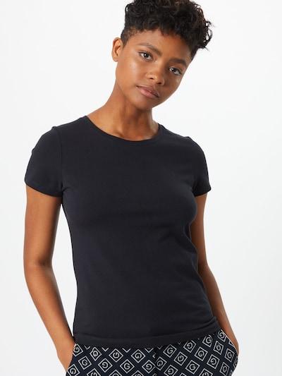 Tricou GANT pe negru, Vizualizare model