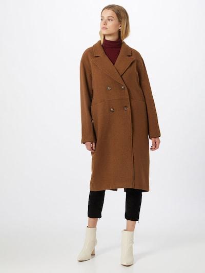 mbym Manteau mi-saison en marron, Vue avec modèle