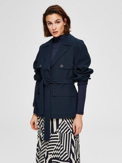 SELECTED FEMME Leichter Trenchcoat in dunkelblau, Modelansicht